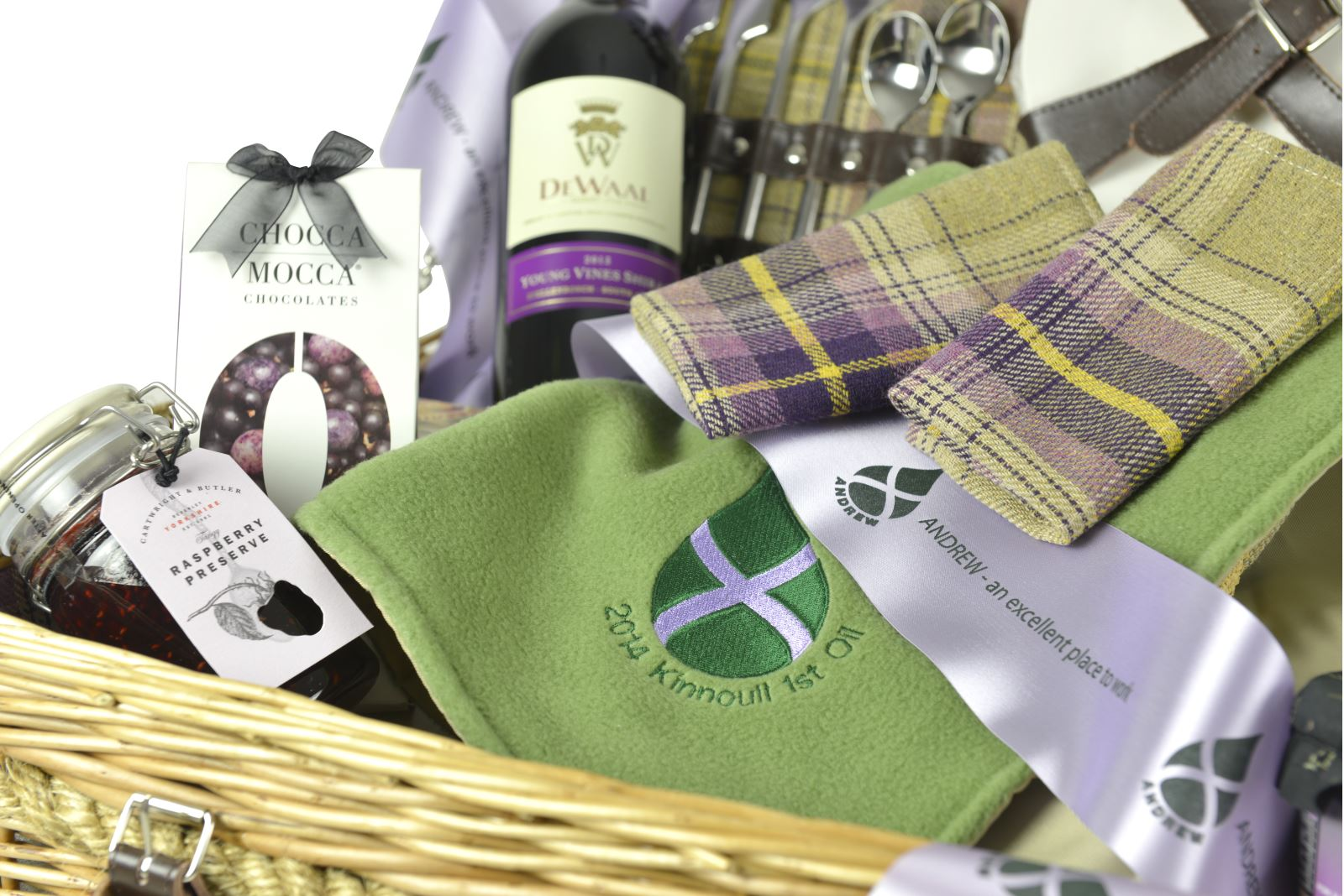 Buying guide corporate hampers luxury gift hampers companies can take advantage of our bespoke service where we create gift hampers to match your exact requirements negle Gallery